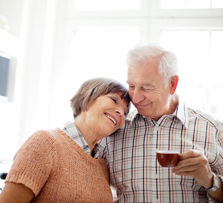 Ehepaar mit Kaffee