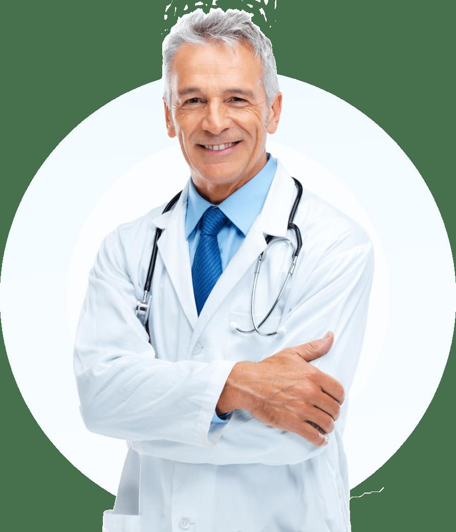 Arzt in weißem Kittel und blauem Hemd