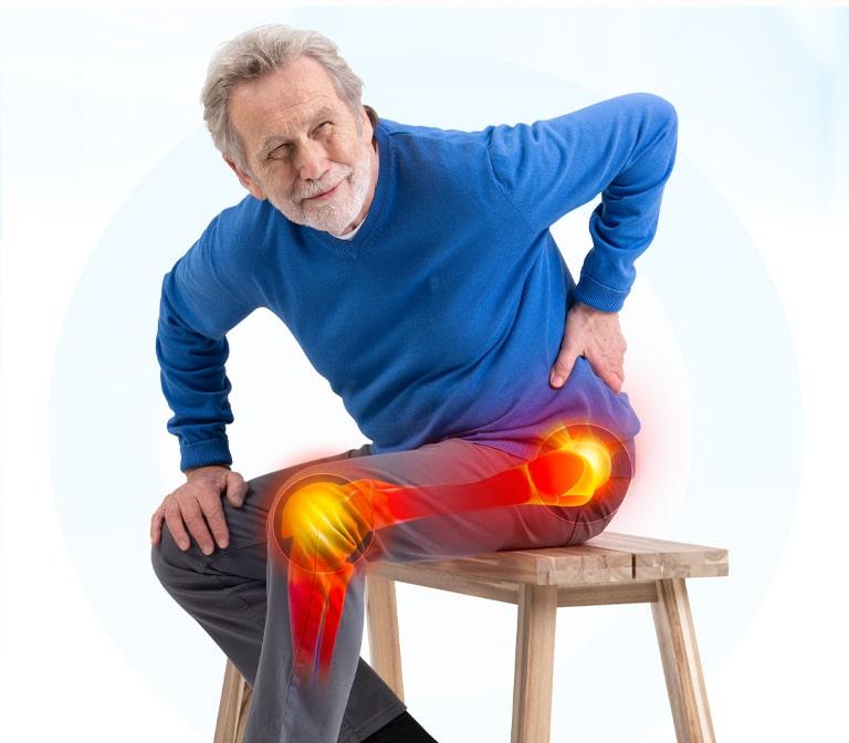 Älterer Mann mit schmerzenden Gelenken